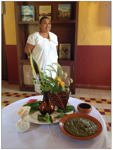 Doña SIlvia, la masajista que no se quiso casar conmigo, con las hierbas del tratamiento.