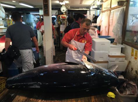 Así se corta un atún.